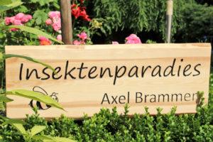 """Schild """"Insektenparadies Axel Brammer"""""""